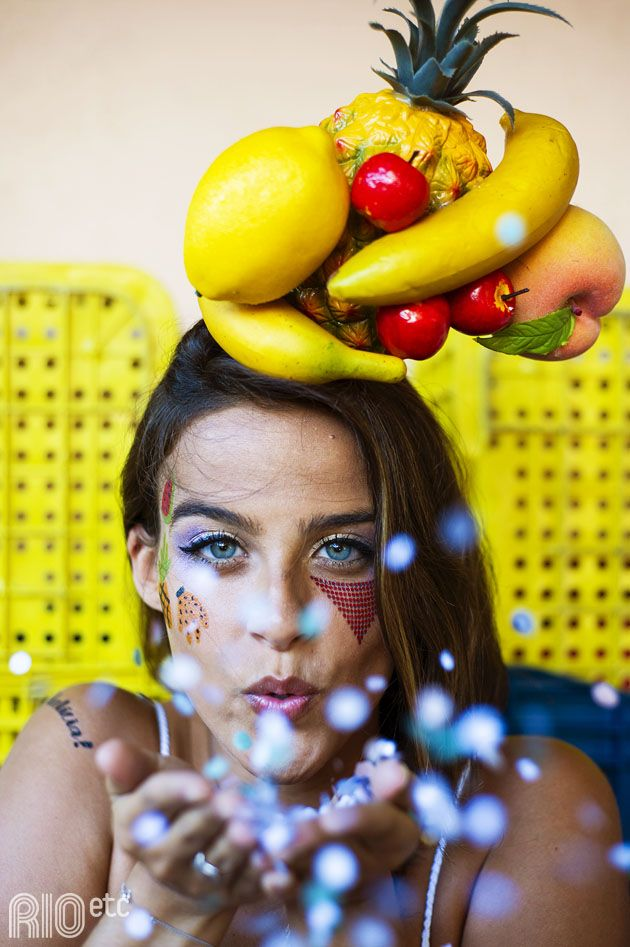 De colar de fruta e confete pro ar!