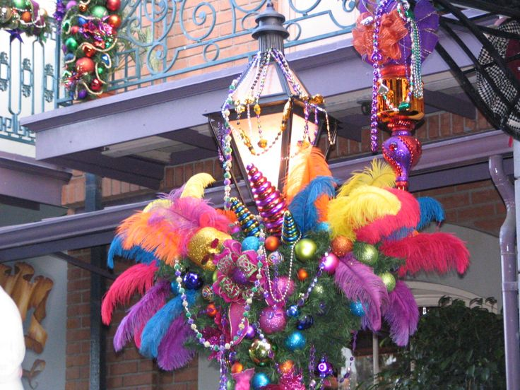 Street Lamp In The French Quarter At Christmas Nola