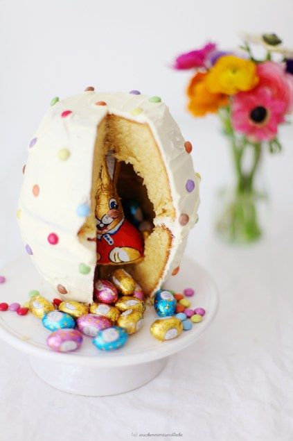Das muss ich an Ostern verschenken! So eine tolle Idee :-) auch unter http://www.lecker.de/rezept/3530201/Ueberraschungsei-mit-Marzipanhaeschen.html für Kuchenform