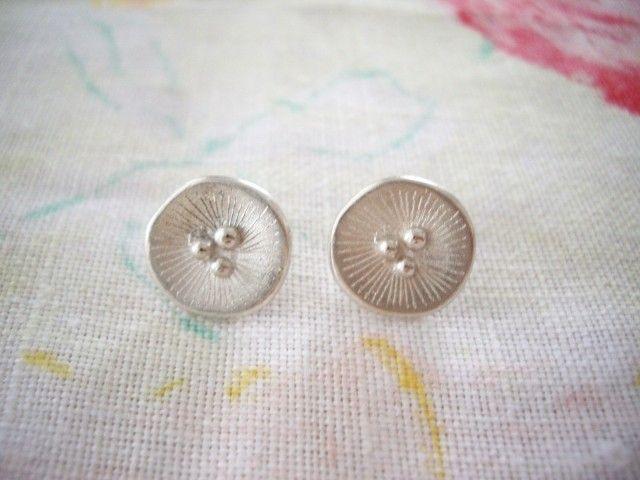 ポピーモチーフ シルバーポストピアス POPPY 925SV - Yoko's Jewelry