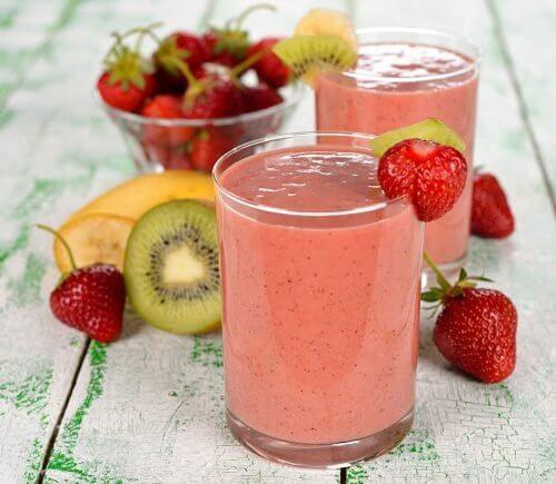 Vitamina de morango para o café da manhã