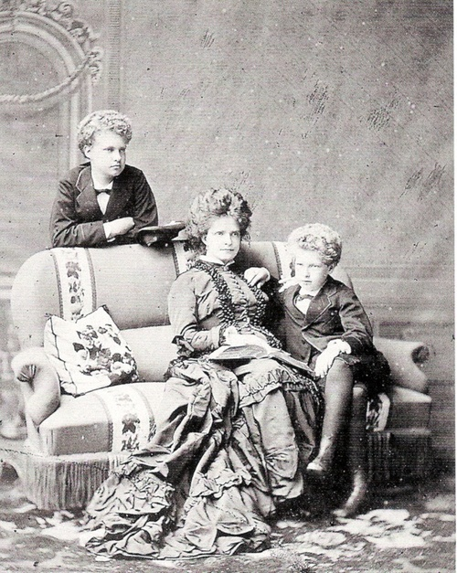 thefirstwaltz:  Queen Maria Pia of Portugal with her two sons, Infante Carlos and Infante Afonso of Portugal.