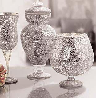 Cristalcraquelado: El efecto del cristal roto para decorar: - Los pequeños trozos de cristal craquelado y trasparente se adaptan a formas curvas y planas - Combinando con teselas de espejo se consiguen brillantes y sorprendentes efectos de luz