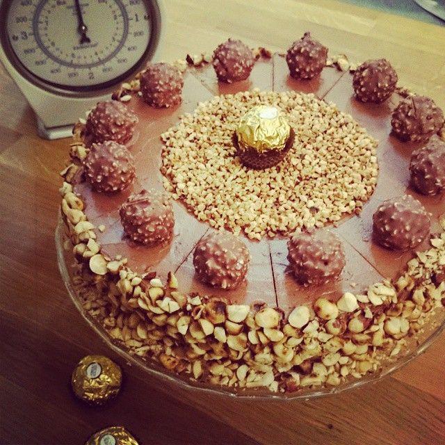 Das super leckere Rezept der Rocher Torte ist nun auf www.YouTube.com/sallystortenwelt online. Welch - sallystortenwelt