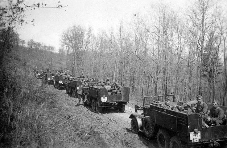 Krupp Kfz. 70 (Protze) teherautók és tüzérségi vontatók. Fortepan 25176.jpg