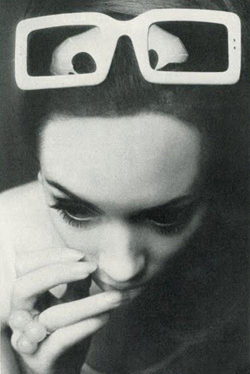 Photo by Peter Rand, 1966.Vintage Eyewear, Ray Ban Aviator, Bans Sunglasses Women, Vogue Uk, Peter Rand, Ray Ban Sunglasses, Sunglasses Ray Bans, Ray Bans Sunglasses, Bans Sunglasses Ray