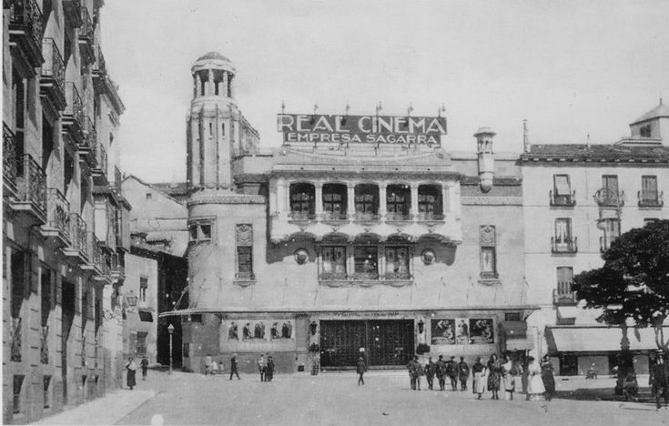 Real Cinema, en la Plaza de Isabel II, sobre 1920.