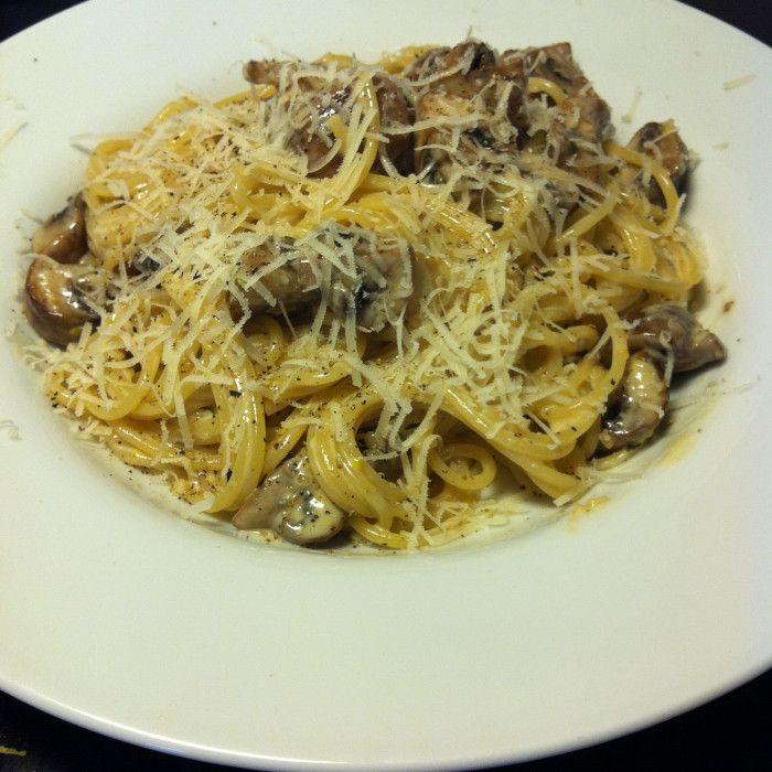 Krämig pasta med champinjoner och parmesan