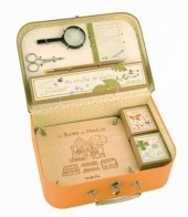 This Botanist Case will appeal to a child with a love of the outdoors or an adult who enjoys fine toys.