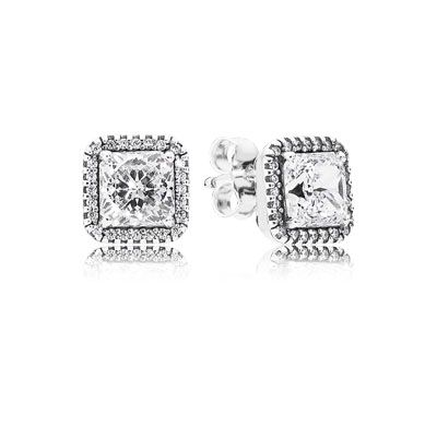 These stunning stud earrings feature a halo around the Danube-cut centre stone. Conveying a sense of timeless beauty, they will put a glamorous spin on even the most basic outfit. #PANDORA #PANDORAearrings