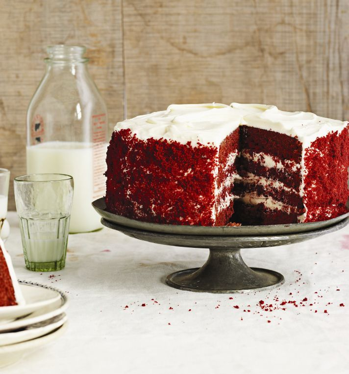What are some recipes similar to the Waldorf Astoria red velvet cake?