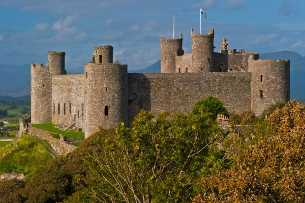 Harlech Castle is one of the best known of Edward I's ring of stone fortresses in north Wales. It sits atop a rocky crag looking out to the Irish Sea and Cardigan Bay, with the peaks of Snowdonia rising dramatically to the north. It is hard to imagine a more dramatically situated castle than Harlech!