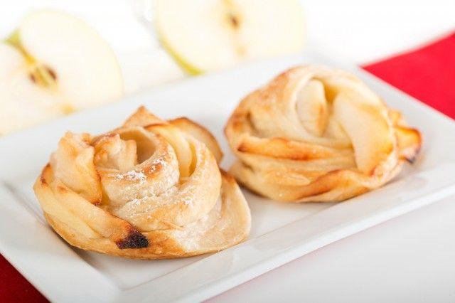 Rose con mele e pasta sfoglia: la ricetta artistica e golosa