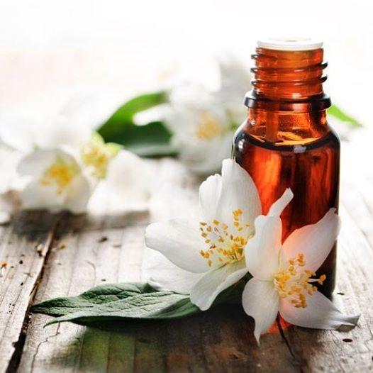 Ogni volta che, schiacciando il petalo di un fiore, una foglia, un rametto, una parte qualsiasi di una pianta, si sprigiona un #profumo, significa che si è liberato un olio essenziale.  Godi delle esperienze sensoriali generate dalla #natura e dalle piante: rilassa corpo e mente in serenità!   Clicca e scegli subito la profumazione che ti piace di più >> http://www.farmaciaigea.com/258-olii-essenziali-incensi-e-profumi-per-ambienti