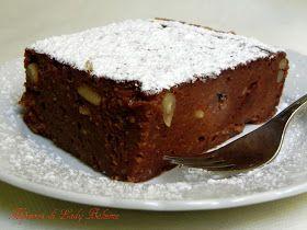 Torta di pane raffermo al cacao, uvetta e pinoli