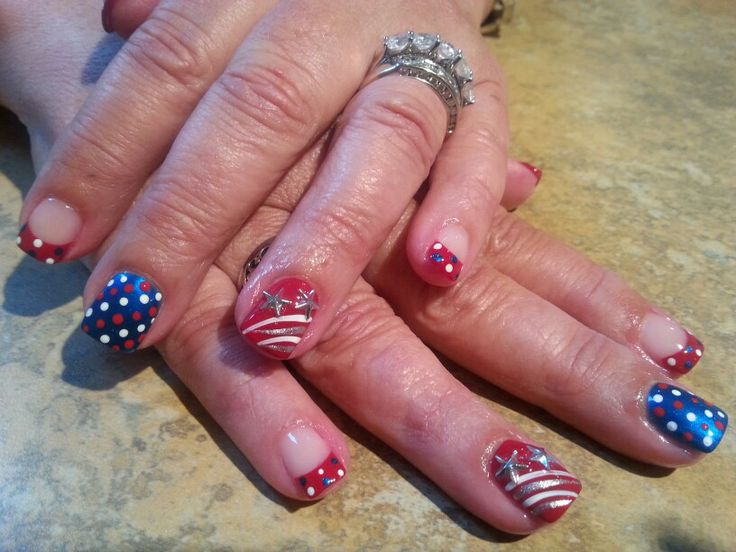 happy nails 4th st