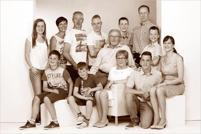 Familiefoto, grootouders samen met kinderen en kleinkinderen... #familiefotografie #groepsfoto #fotograafpatrick #kinderen #familiefoto #gezin #grootouders #kleinkinderen