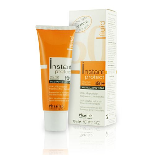 £18.95 (RRP £21) Phasilab Instant Protect Fluid SPF 50 + is currently taking the market by storm with its breakthrough formula, providing the most reliable UV and anti-aging protection. Perfect for all skin types including highly sensitive, it works tirelessly to prevent signs of aging skin and prevent sun damage and sun spots.