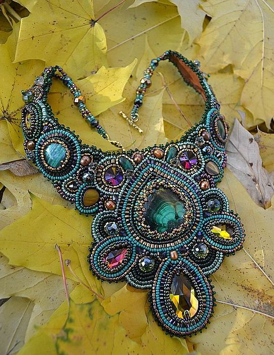Here is the 4ер part of amazing bead embroidered jewelry by ukrainian artist Nataly Uhrin.