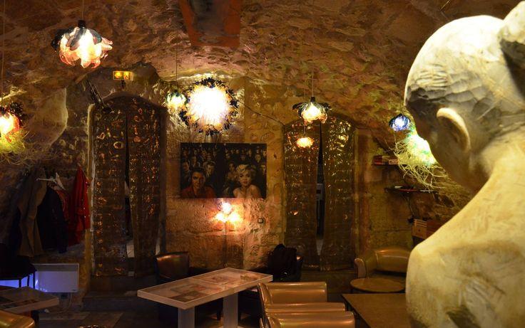 Dans la cave Paris, quartier Saint German https://www.facebook.com/pages/Selective-art-Kf%C3%A9-live-jazz/651361061545130