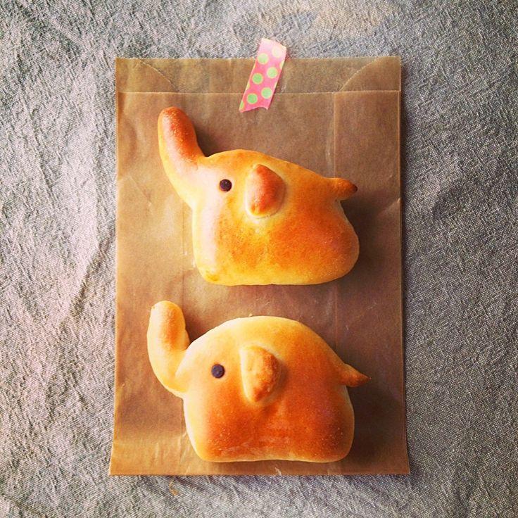 """elephant buns- quería pinear para ver la receta, pero """" no habla haponeis..."""" Así que intentaré con otra masa... :)"""