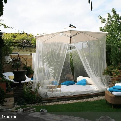 Sonnenschirm mit Insektenschutz