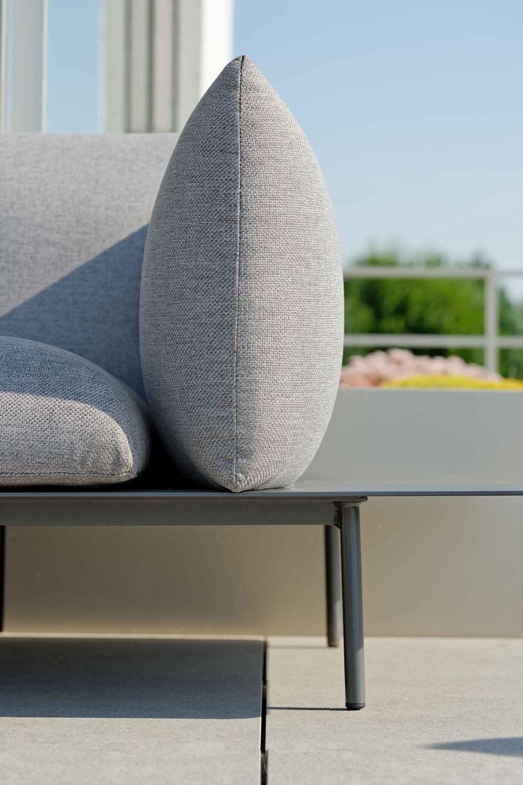 Hallo Outdoorkissen Auf Stilvoller Designerlounge Outfoorstoff Gartenmobelinspiration Gartenmobel Gartenundfreizeit Mod Lounge Mobel Gartenmobel Lounge