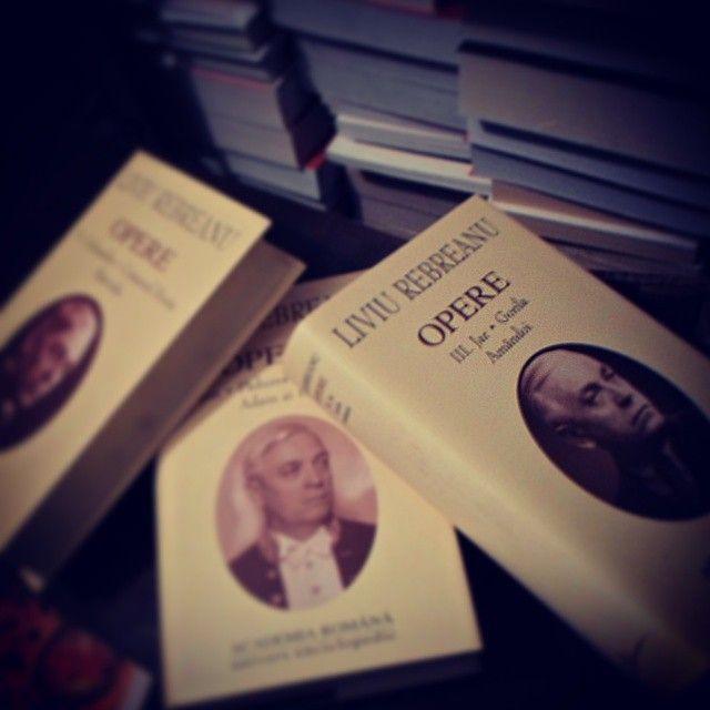 Volumele din colectia Opere Fundamentale, editata de Academia Romana, sunt un must-have pentru orice colectionar serios de carte. http://goo.gl/o0RSlr