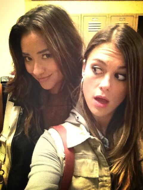 Paily .. PLL LINDSEY SHAW & SHAY MITCHELL  BEAUTIFUL