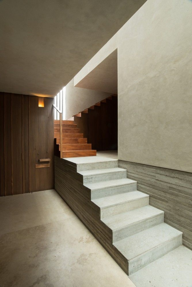 Casa CR / CoA Arquitectura  Main volumes intersected and connected with light.