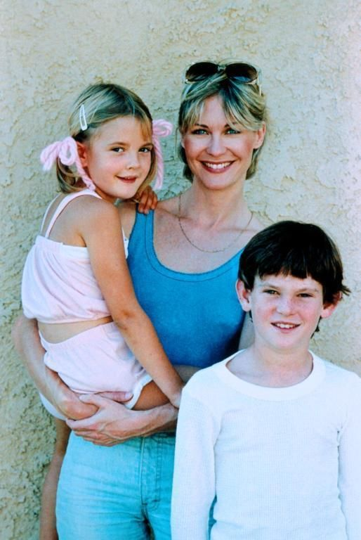 "Henry Thomas, Dee Wallace, Drew Barrymore in ""E.T.: The Extra-Terrestrial"" (1982). DIRECTOR: Steven Spielberg."