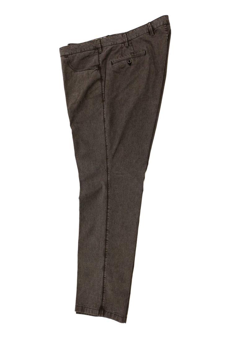 Wizytowe spodnie Sunwill w kolorze khaki. Dla Panów o dużych rozmiarach. Dostępna rozmiarówka: 3XL, 4XL, 5XL, 6XL, 7XL, 8XL Skład: 99% bawełna 1% elastan.