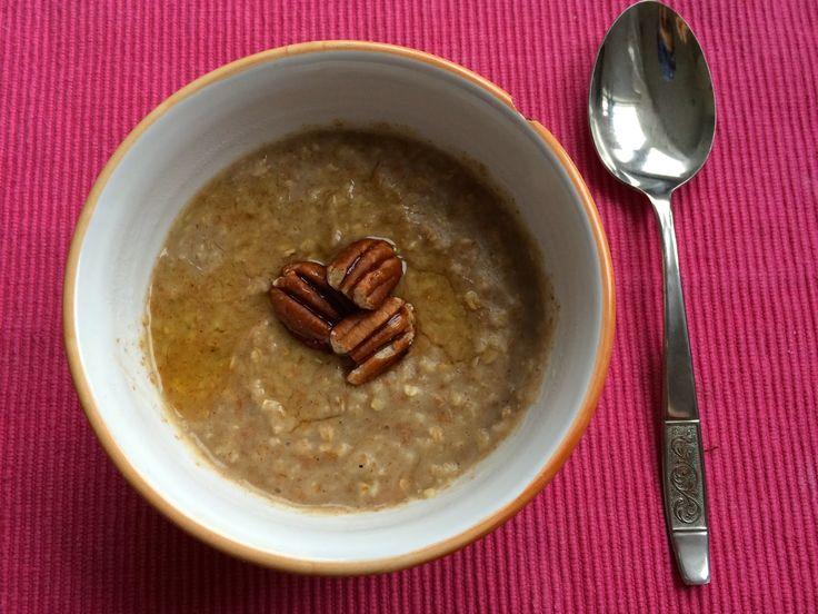 Tip na rychlou snídani :-) 4 vrchovaté polévkové lžíce jemných ovesných vloček 200 ml rýžového mléka 1 lžička skořice agáve siru...