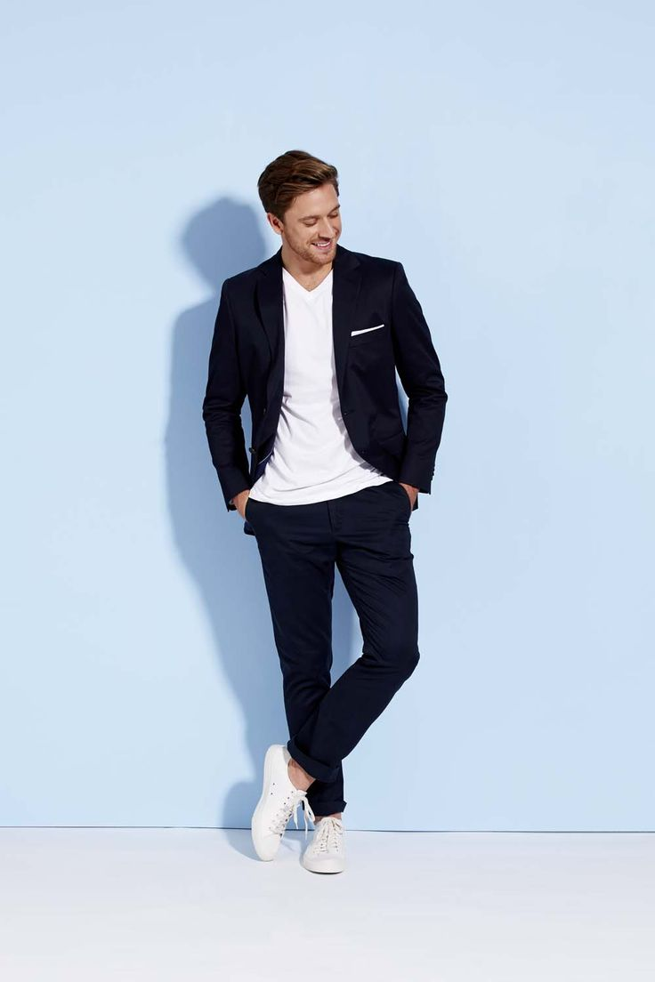 A beautifully constructed option, our tailored cotton blazer will inject contemporary style to your smart ensemble. With sharp re-imagining of a menswear essential, there is a lot to like about this timeless piece.