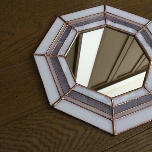 ステンドグラス アトリエ ダブルオウエイトが手掛けたステンドグラス ... ステンドグラス 風水八角鏡 ホワイト: ステンドグラス アトリエ ダブルオウエイトが手掛けた壁