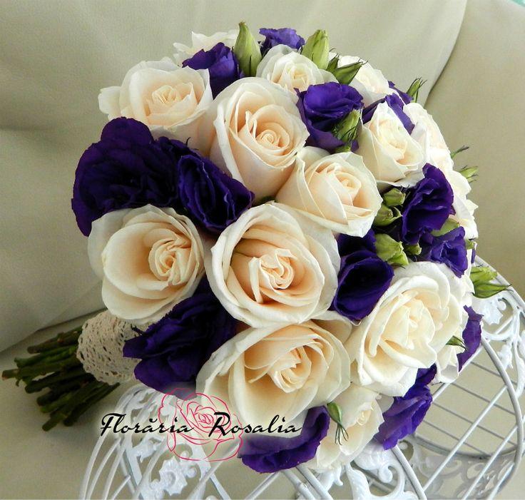 buchet mireasa cu trandafiri crem si eustoma mov