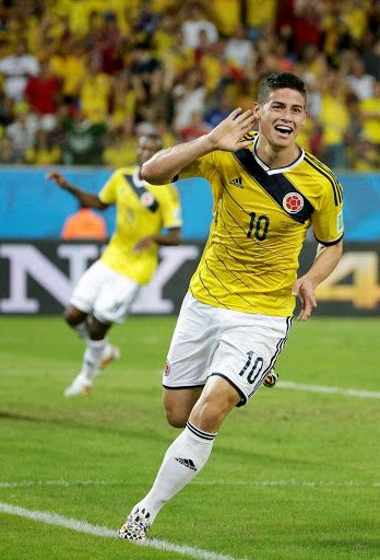 James Rodriguez es un jugador de futbol del eqipo nacional y tambien del eqipo de real madrid en España.