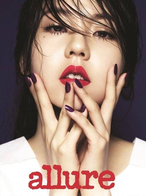 Sohee is alluring with her bold makeup look for 'Allure Korea' | http://www.allkpop.com/article/2014/06/sohee-is-alluring-with-her-bold-makeup-look-for-allure-korea
