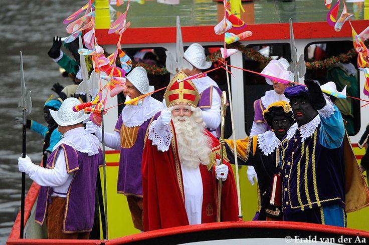 Sinterklaas met zijn Pieten, Spaanse herauten op de stoomboot. Breda 2014
