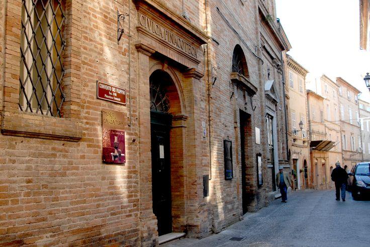 Scorcio dell'ingresso esterno della pinecotema e museo della calzatura. #marcafermana #santelpidioamare #fermo #marche