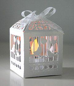 Cage à oiseaux photophore bougie Led - Ravissante et délicate, cette petite cage à oiseaux va créer une ambiance de rêve sur vos tables et buffets ! http://www.mariage.fr/shop/le-lot-de-20-petits-photophores-cage-a-oiseaux-carton-mariage-bougies-decoratives.htm