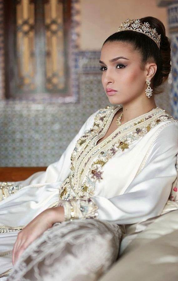 Les stylistes marocaines de haute couture 2017 vous convient dans une large gamme de robe takchita de mariée moderne pour made grande conception sollicitée. Nous disposons tous les styles de takchita moderne pour mariage et des styles traditionnels avec des...Savoir plus