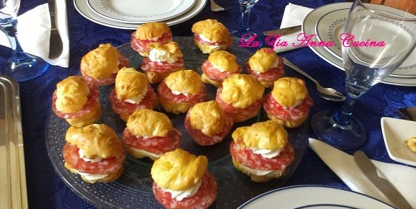 bignè con crema di formaggio e salame (2)