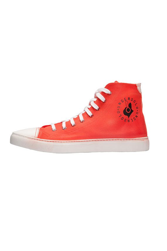 Sneakers airbrushed red. Made in Italy. Handmade. Made in Italy #etsy #etsyshopper #etsyseller #sneakers #fashion #shoes #men #women