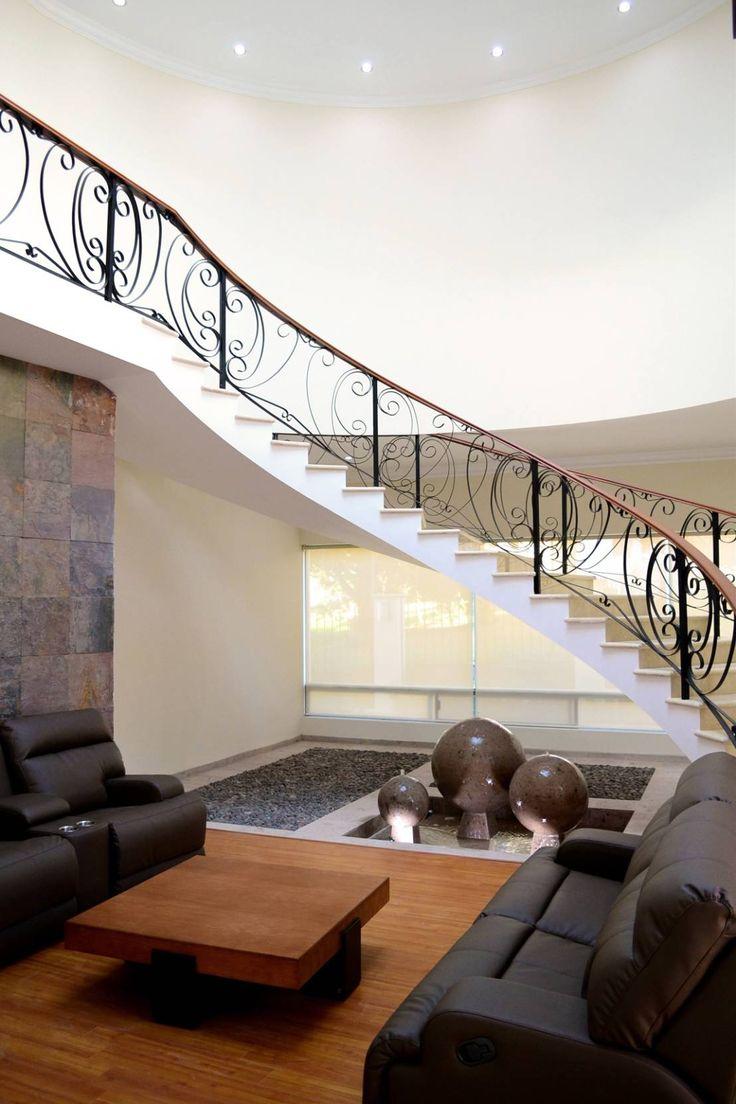 Hoy en día las escaleras son un elemento que forma parte de…