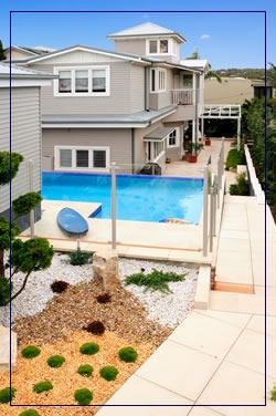 Same Fairlight house, love the pool colour against the house.