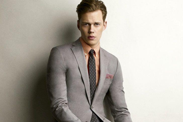 Traje: Michael Kors, camisa: Hamilton 1883, corbata: Dolce & Gabbana y pañuelo de bolsillo: Michael Bastain.