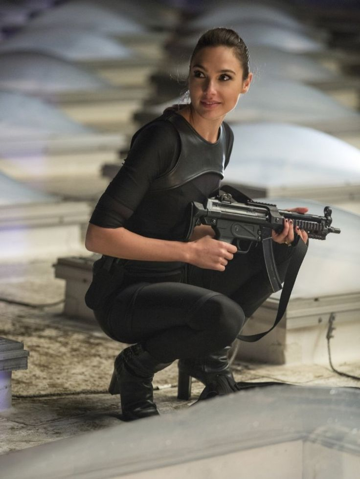 Photo of Gal Gadot in Keeping Up With the Joneses (2)