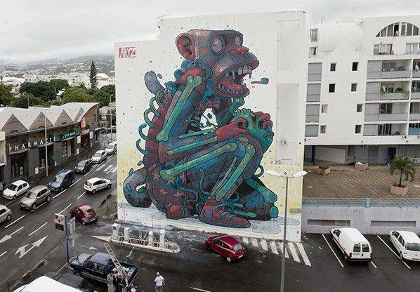 Apresentando mais um talento da arte de rua, trazemos Aryz, diretamente de Barcelona, Espanha. O artista já colaborou com Os Gêmeos, por exemplo, e as suas personagens estranhas e até, em alguns casos, assustadoras nos cativaram na hora. Aryz faz normalmente pintura de grande escala em murais ou fachadas de edifícios, retratando personagens fora do comum, sejam elas pessoas, aliens, animais ou mesmo esqueletos. A cor e a atenção aos detalhes são marcas de seus trabalhos, feitos, na maioria…
