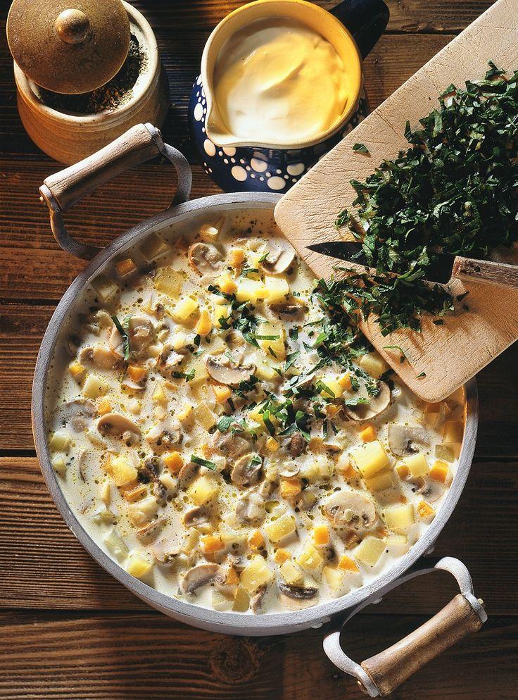 Kartoffelsuppe mit Champignons - smarter - Zeit: 40 Min. | eatsmarter.de